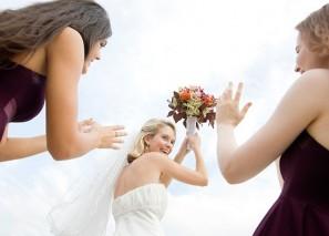невеста бросает букет лови кирсанов